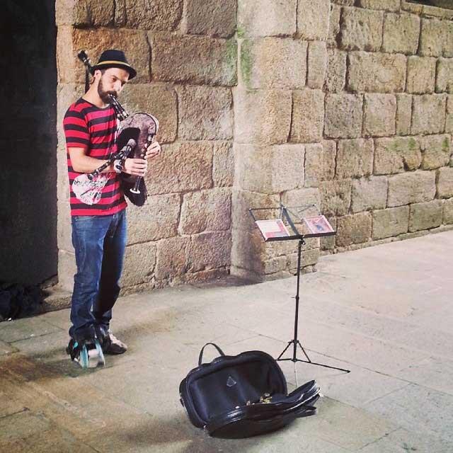 musician-santiago-de-compostela