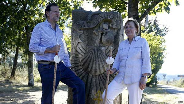 merkel-&-Rajoy-doing-the-camino