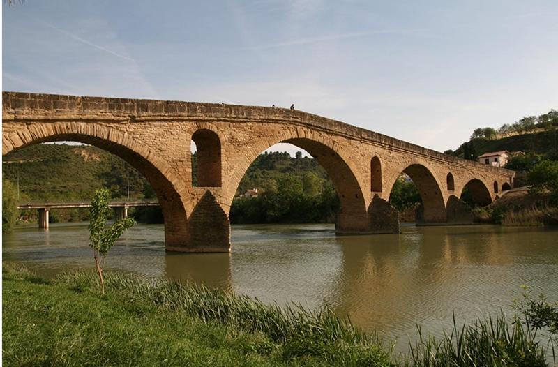 Puente-de-la-reina-gares-camino-de-santiago