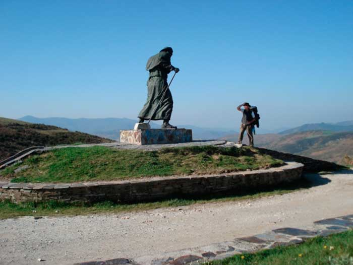 PILGRIM STATUES AND MONUMENTS ON THE CAMINO002